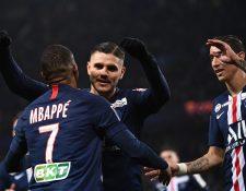 Icardi celebra con Mbappé y Di María. (Foto Prensa Libre: AFP)