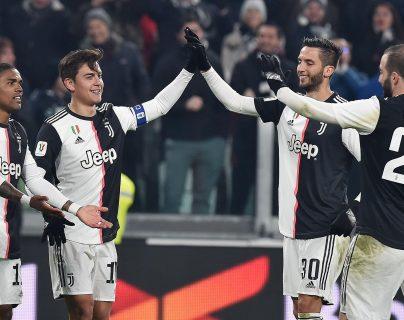 Los jugadores de la Juve celebran el triunfo. (Foto Prensa Libre: EFE)