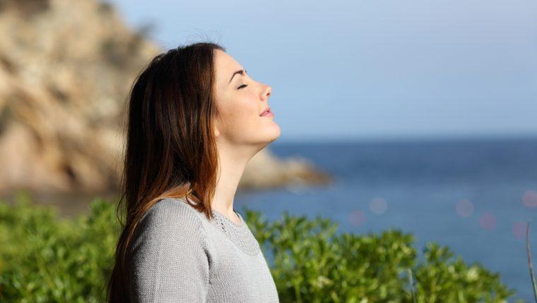 Alguien con salud emocional se caracteriza por controlar sus emociones y recuperarse de las adversidades fácilmente. Viven más tranquilos y logran el autoconocimiento.  (Foto Prensa Libre: Servicios).