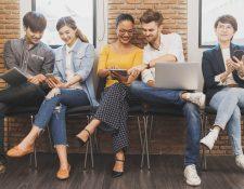 No permita que la tecnología interfiera en sus relaciones familiares y laborales. El uso moderado le permitirá tener una vida más tranquila y productiva. (Foto Prensa Libre: Servicios).