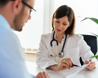 Adquirir hábitos en su alimentación, sueño y actividad física le ayudarán a una salud preventiva y visitar al médico solo para chequeos de rutina. (Foto Prensa Libre: Servicios).