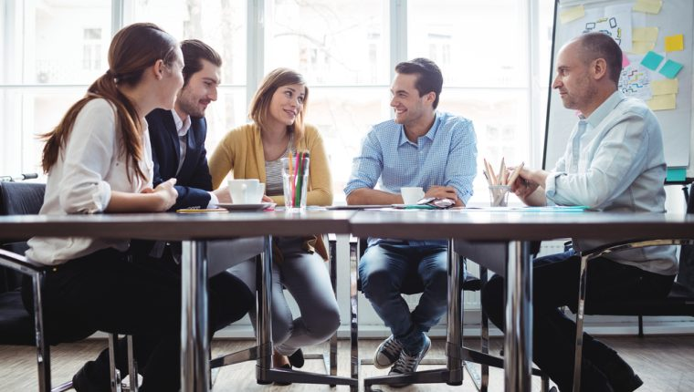 Practicar hábitos que refuercen las relaciones interpersonales ayuda a crear ambientes de armonía. (Foto Prensa Libre: Servicios).