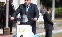 El presidente Alejandro Giammattei utiliza un vehículo de tres ruedas. (Foto Prensa Libre: Érick Ávila)