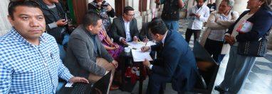 Veinticinco personas presentaron su expediente para optar al cargo de gobernador de Quetzaltenango. (Foto Prensa Libre: Mynor Toc)