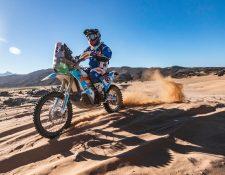 Francisco Arredondo, piloto guatemalteco, durante la primera etapa del rally Dakar en Arabia Saudita. (Foto Cortesía)