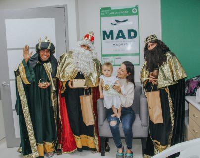 El área de atención infantil del Sanatorio El Pilar se llenó de alegría por la visita de los tres Reyes Magos. Foto Prensa Libre. Cortesía