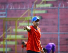 El preparador físico de Municipal, Ezequiel Barril, espera que sus jugadores regresen bien físicamente después del parón por el coronavirus. (Foto Prensa Libre: Hemeroteca PL)