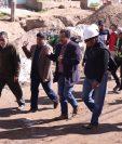 Autoridades de la Municipalidad de Quetzaltenango visitaron el proyecto de pavimentación de la 0 calle, entre las zonas 9 y 10. (Foto Prensa Libre: María Longo)