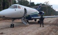 Jet con posible droga localizado en Petén. (Foto Prensa Libre: Ejército de Guatemala).