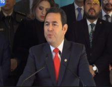 Jimmy Morales en conferencia de prensa junto a sus ministros. (Foto Prensa Libre: Tomada del Canal de Gobierno).