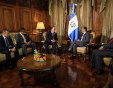 El mandatario Jimmy Morales y el presidente electo Alejandro Giammattei empezaron el proceso de transición en agosto del 2019,días después de la segunda vuelta electoral. (Foto, Prensa Libre: Hemeroteca PL).