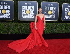 Scarlett Johansson, protagonista de la película Marriage Story, destacó por su elegante vestido rojo. (Foto Prensa Libre: EFE).