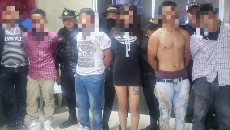Los cinco presuntos delincuentes que pretendían cometer una masacre en una discoteca en Jalapa. (Foto Prensa Libre: PNC).