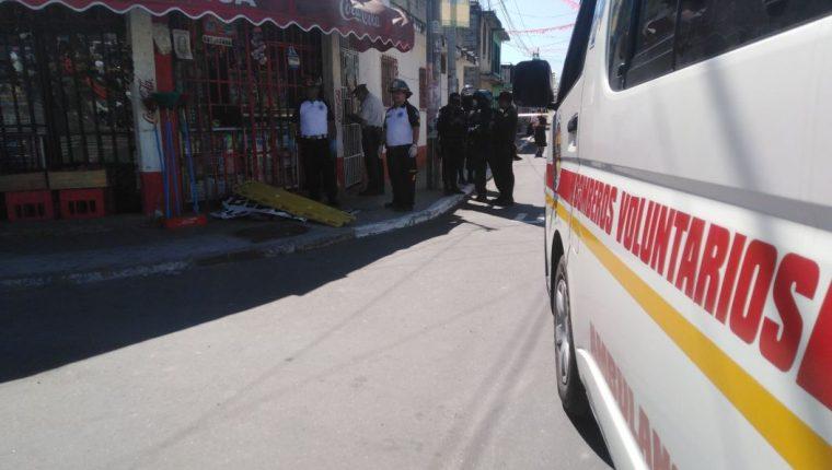 Lugar donde murió baleada una mujer en Villa Hermosa II, San Miguel Petapa. (Foto Prensa Libre: Bomberos Voluntarios).