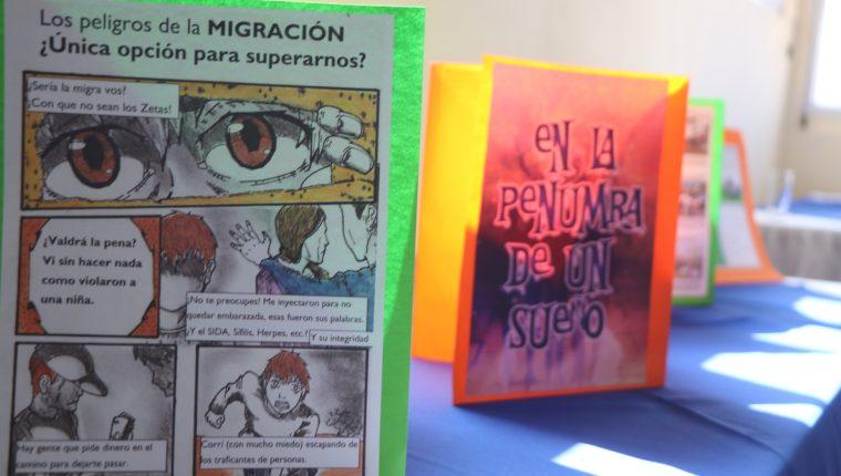 Los jóvenes entregaron los proyectos donde utilizaron diferentes técnicas para la ilustración. (Foto Prensa Libre: Raúl Juárez)