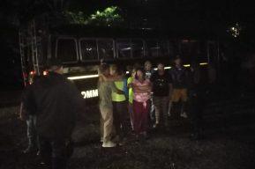 Migrantes hondureños son retornados en buses hacia la frontera de su país