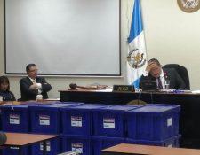 La audiencia duró más de cinco horas, finalmente el juez informó que no continuará el proceso. (Foto Prensa Libre: María Longo)
