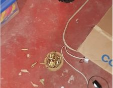 Algunas de la municiones localizadas durante los allanamientos contra las extorsiones. (Foto Prensa Libre: MP)
