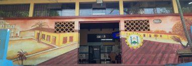 La Municipalidad de Panajachel gastó unos Q46 mil en cambiar el mobiliario y remozar el despacho del alcalde. (Foto Prensa Libre: Noticias Sololá)