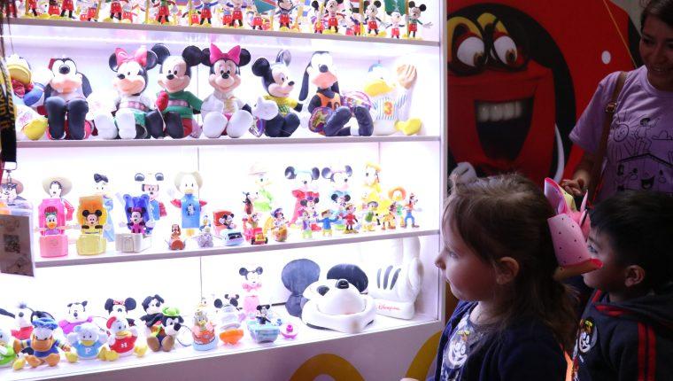 Más de 2 mil 700 juguetes están en exposición. (Foto Prensa Libre: Raúl Juárez)