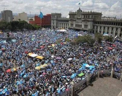 Las manifestaciones ciudadanas en contra de la corrupción se tomaron en cuenta en la Política General de Gobierno. (Foto Prensa Libre: Hemeroteca PL)