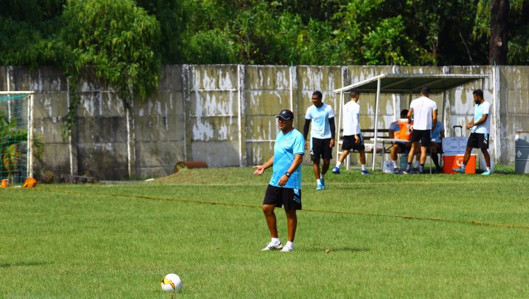 Mauricio Tapia espera que su equipo consiga los tres puntos de visita. (Foto Prensa Libre: Hemeroteca PL)