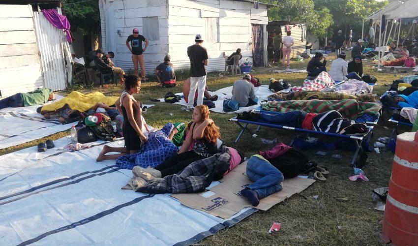 Se agrava crisis migratoria en el Suchiate, donde miles de hondureños luchan por cruzar la frontera