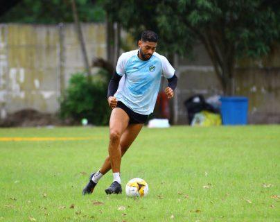 El defensa Allan Miranda es una de las apuestas del técnico Mauricio Tapia. (Foto Prensa Libre: Luis López)