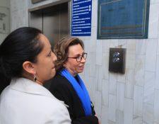 Sandra Torres luego de que se le concediera arresto domiciliario y pagar una fianza de Q800 mil para salir de prisión. (Foto Prensa Libre: HemerotecaPL).