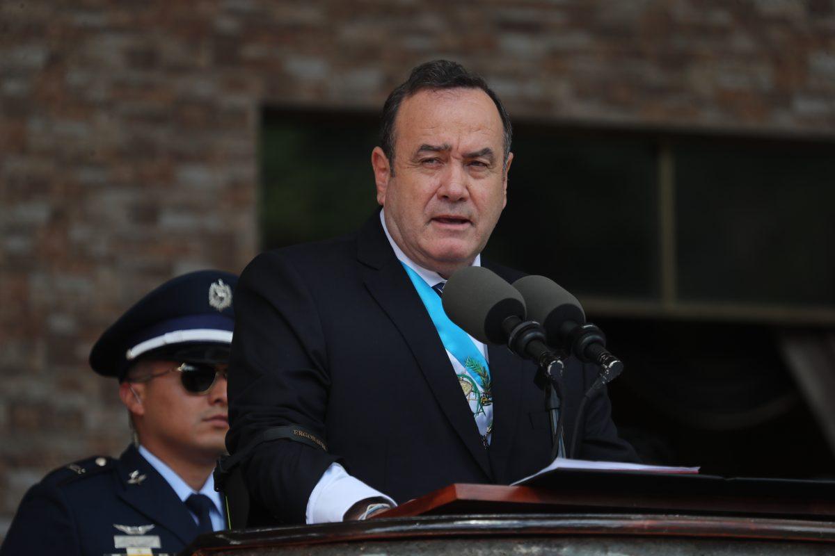 Giammattei propone reformas a la legítima defensa, declarar terroristas a las pandillas y eliminar la SAAS