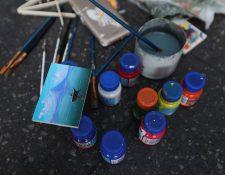 Otto Arriaga, de 42 a–os, se instala cada d'a en la sexta avenida a pintar y a exponer su trabajo. Lleva m‡s de 20 a–os pintando en formatos grandes y peque–os.