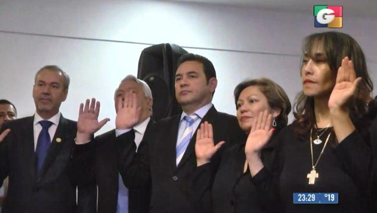 El expresidente Jimmy Morales logró ser juramentado como diputado al Parlacen. (Foto Prensa Libre)