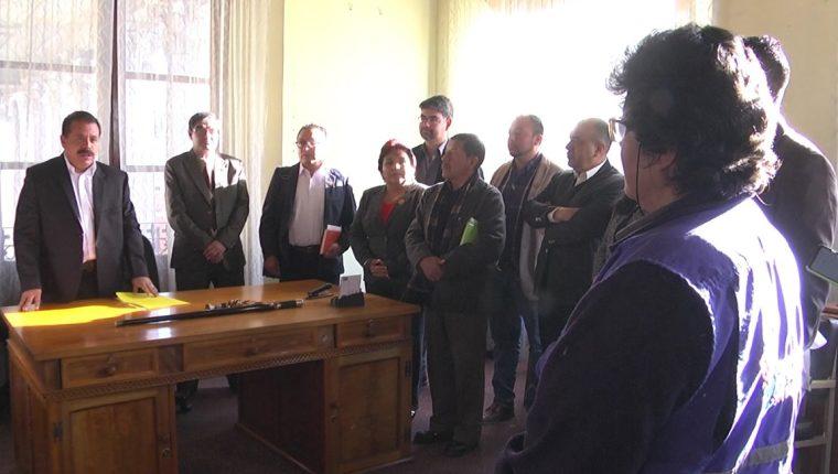 La PDH advirtió a las nuevas autoridades municipales de Quetzaltenango que las sesiones del Concejo son públicas.    (Foto Prensa Libre: María Longo)