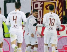 Los jugadores de la Roma festejaron este jueves. (Foto Prensa Libre: EFE)