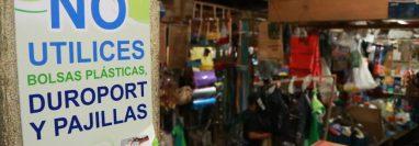 La Municipalidad de San Juan Bautista, Suchitepéquez, prohibió  el uso de bolsas de plástico y utensilios de duroport. (Foto Prensa Libre: Hemeroteca PL)