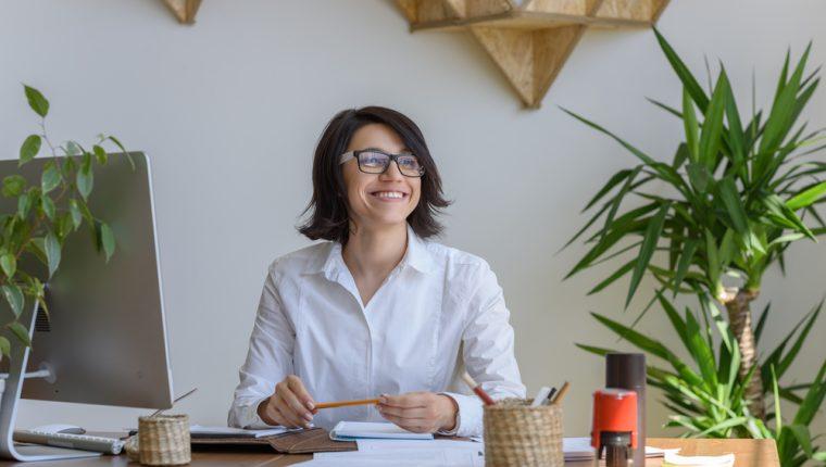 Las plantas renuevan el aire del ambiente, lo cual provoca mejor humor y productividad en los trabajadores. (Foto Prensa Libre: Servicios).
