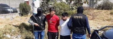 Los presuntos responsables fueron capturados en la zona 7 de Quetzaltenango. (Foto Prensa Libre: Cortesía)