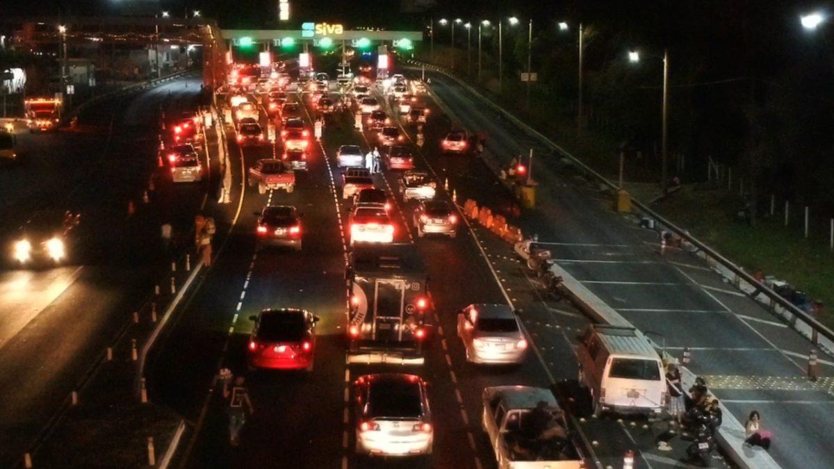 Retorno de turistas a sus hogares satura la autopista Palín-Escuintla