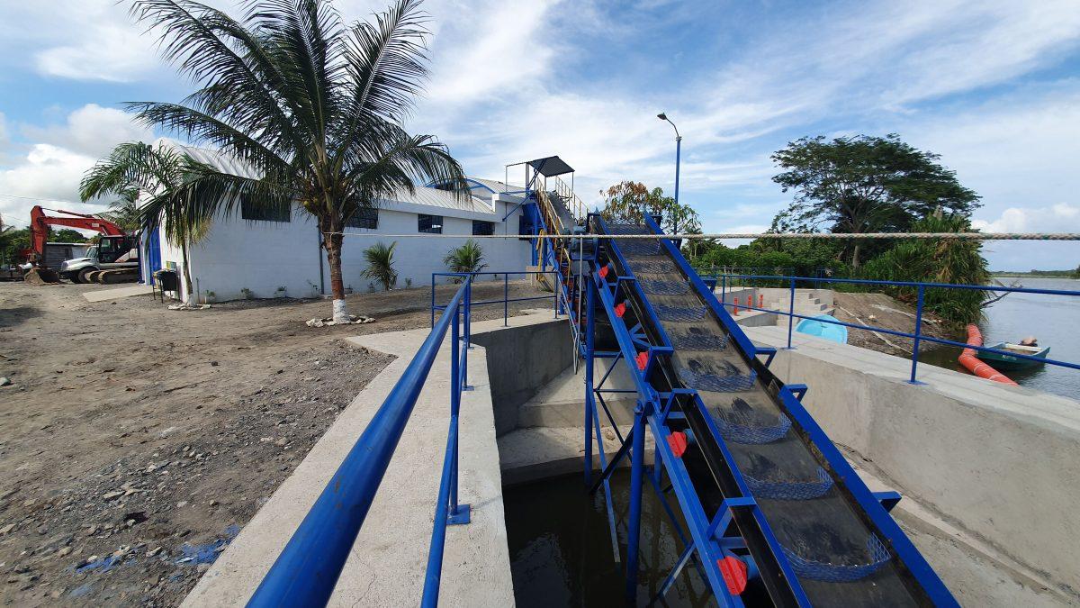 Así funciona el primer sistema industrial de retención desechos sólidos en el río Motagua