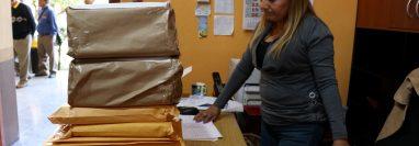 El Consejo Departamental de Desarrollo de Huehuetenango se recibieron 24 expedientes de aspirantes a gobernador departamental. (Foto Prensa Libre: Mike Castillo)