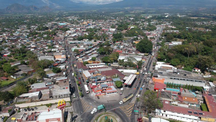 En su segundo periodo, Abraham Rivera, asegura que se enfocará en promover el desarrollo en Escuintla. (Foto Prensa Libre: Carlos Paredes)