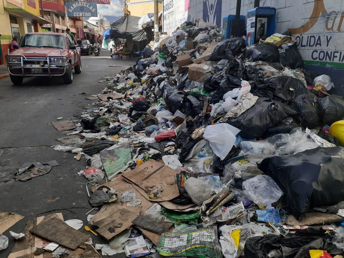 Retirar toneladas de basura de las calles, la primera tarea de Gustavo Cano, alcalde de Huehuetenango