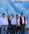 Jimmy Morales durante la inauguración de una carretera en San Andrés Sajcabajá, Quiché, donde fue recibido con una protesta de transportistas. (Foto Prensa Libre: Héctor Cordero)