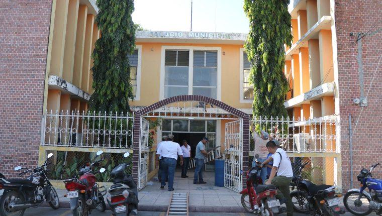 La comuna de La Gomera tiene una deuda de más de Q32 millones. (Foto Prensa Libre: Carlos Paredes)