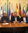 Jason Ochoa -centro- representante de sociedad civil fue el encargado de dar detalles de la convocatoria. (Foto Prensa Libre: Raúl Juárez)