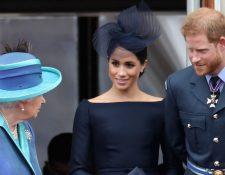 La Reina Isabel II convocó a la Familia Real Británica para hablar de la decisión del Príncipe Enrique y Meghan Markle. (Foto Prensa Libre: Getty Images).