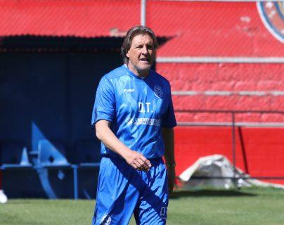 El entrenador argentino, Sergio Egea, confía que Xelajú estará en la pelea por el título. (Foto Prensa Libre: Raúl Juárez)