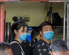 Colombo (Sri Lanka), 11/12/2019.- A group of Chinese tourists wear protective masks at the Fort railway station in Colombo, Sri Lanka, 27 January 2020. Sri Lankan health and immigration officials have taken action to screen those arriving at the island's premier airports and seaports by installing thermal monitors following the outbreak of the deadly Coronavirus from China. A Sri Lankan female student returning from China and a male Chinese tourist were admitted to the 'Infectious Diseases Hospital' on suspicion of being infected with the Coronavirus. Later in the night another Sri Lankan male and a Chinese female too were admitted, raising the total to four. The Medical Research Institute confirmed that the tests proved negative. Meanwhile, following a meeting at the Presidential Secretariat, President Gotabhaya Rajapaksa directed the Sri Lankan Foreign Secretary and the national carrier SriLankan Airlines to take necessary steps in cooperation of the missions of the two countries to bring back 150 Sri Lankan students currently studying at universities in Sichuan and Chengdu in China within 48 hours. EFE/EPA/CHAMILA KARUNARATHNE