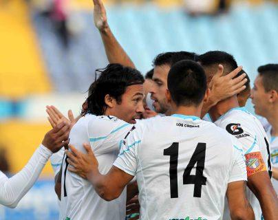 Agustín Herrera convirtió el único gol, en el juego que los cremas le ganaron a los chivos. (Foto Prensa Libre: Norvin Mendoza)