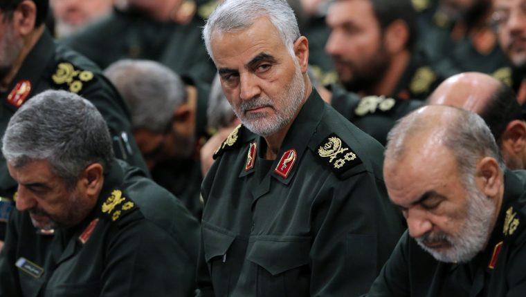 Soleimani (centro) fue un hombre clave para la política en Oriente Medio. (Foto Prensa Libre: EFE)